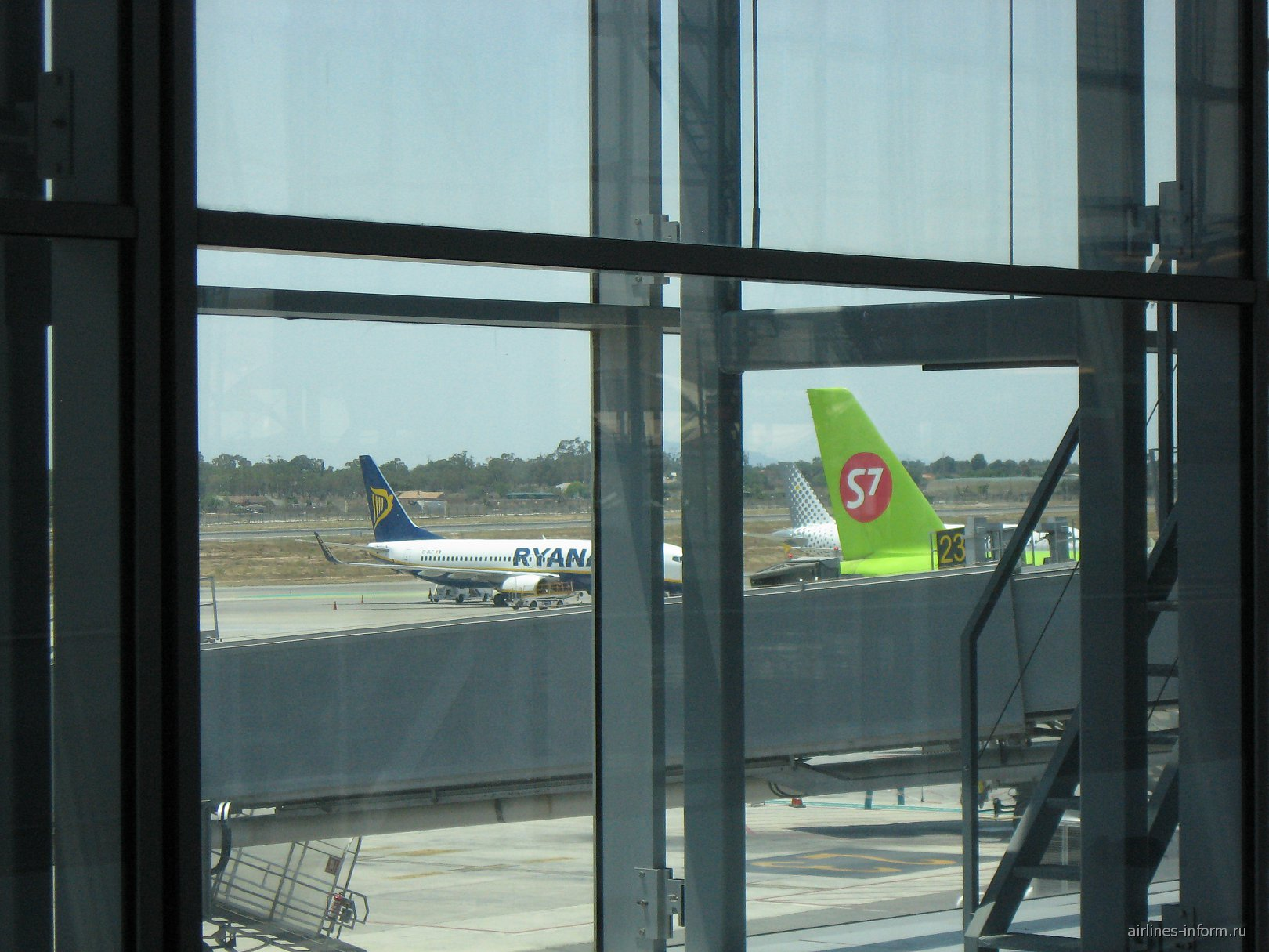 A320 S7 Airlines, B738 Ryanair и A320 Vueling