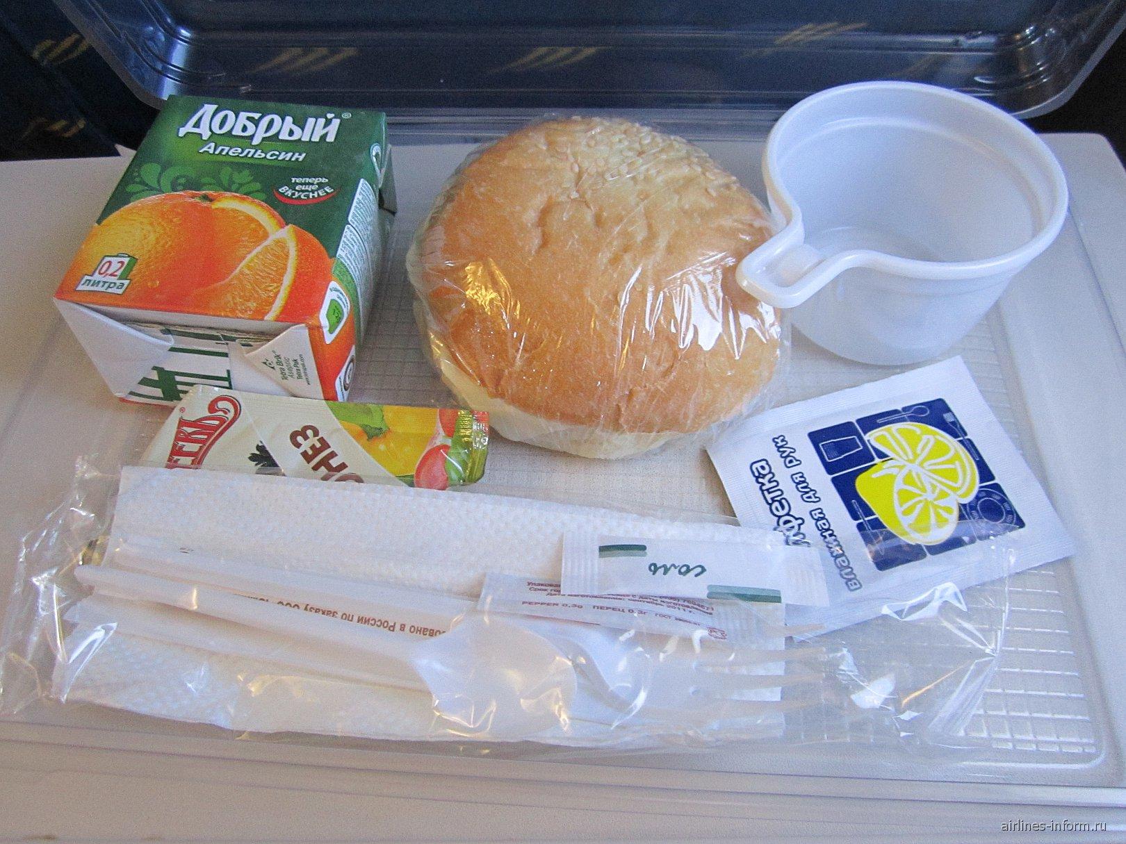 Питание на рейсе Хабаровск-Владивосток авиакомпании Владивосток Авиа