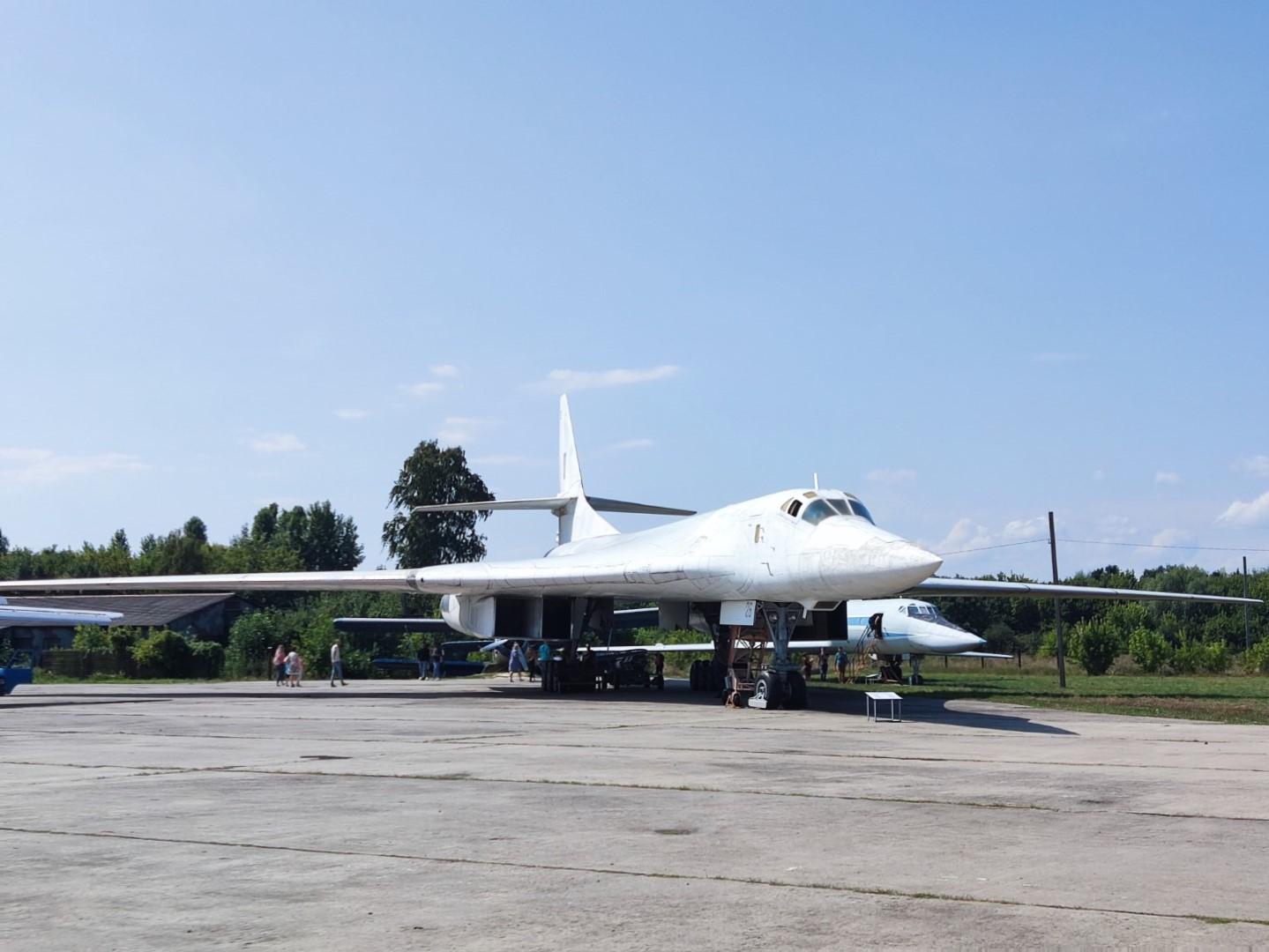 """""""И прикоснуться к легенде"""". Ту-160 «Белый лебедь» в Полтаве."""