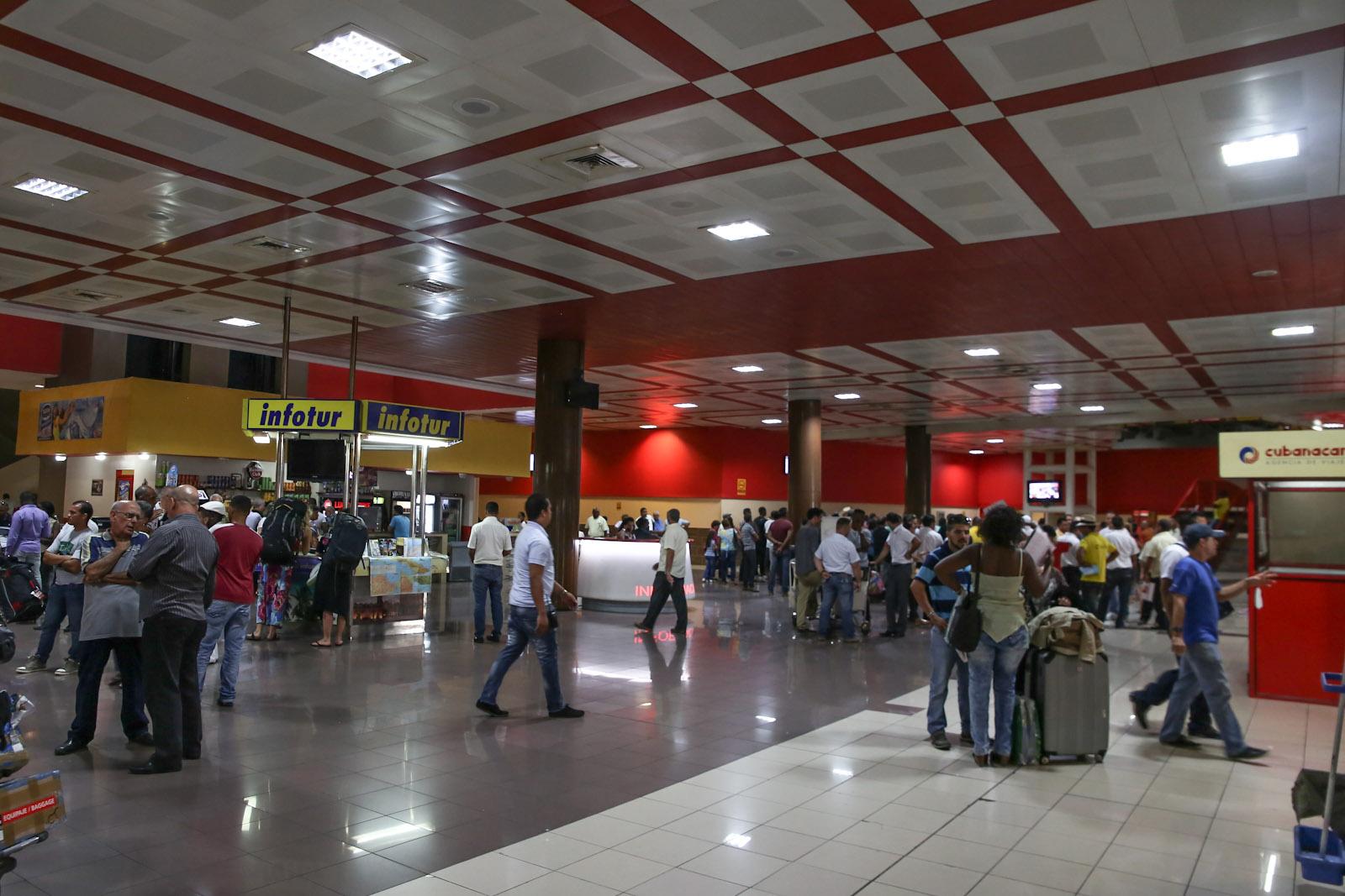Зал прилета в международном терминале аэропорта Гавана Хосе Марти