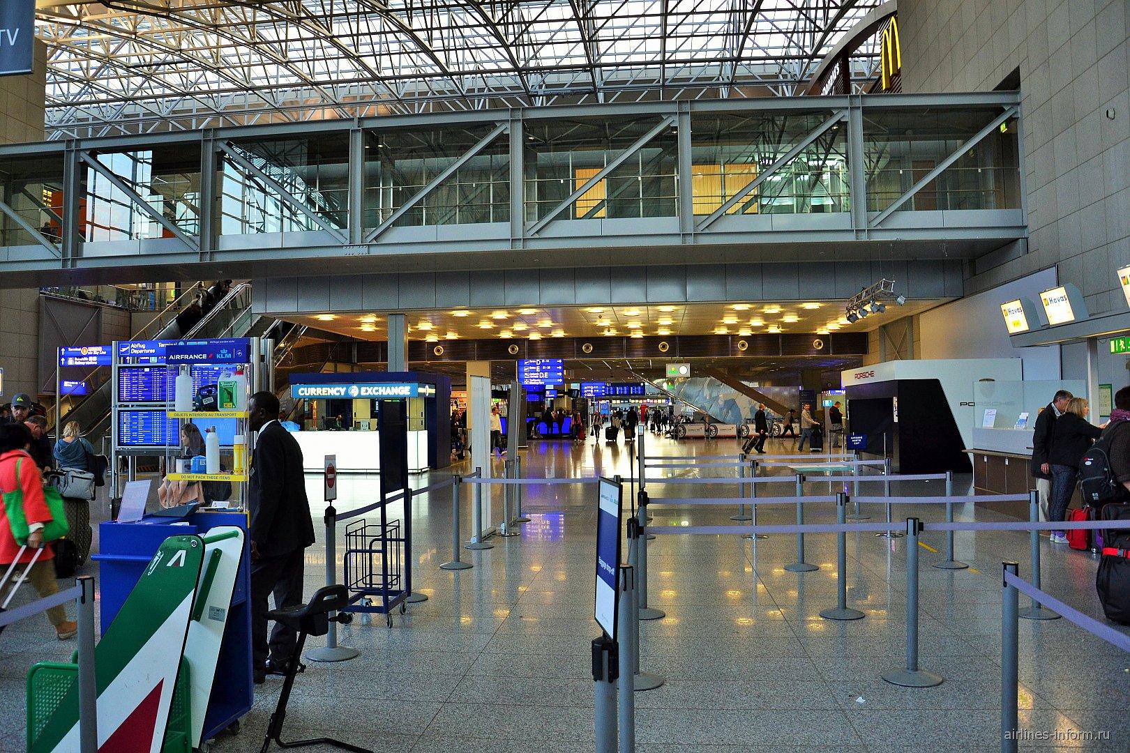 В терминале 1 аэропорта Франкфурт-на-Майне