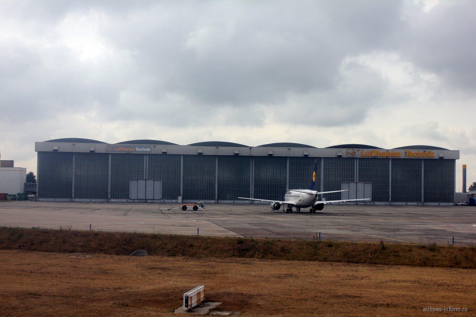 Ангар для техобслуживания самолетов Lufthansa в аэропорту Берлин Бранденбург