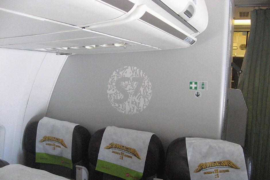 Логотип S7 в салоне самолета Боинг-737-800