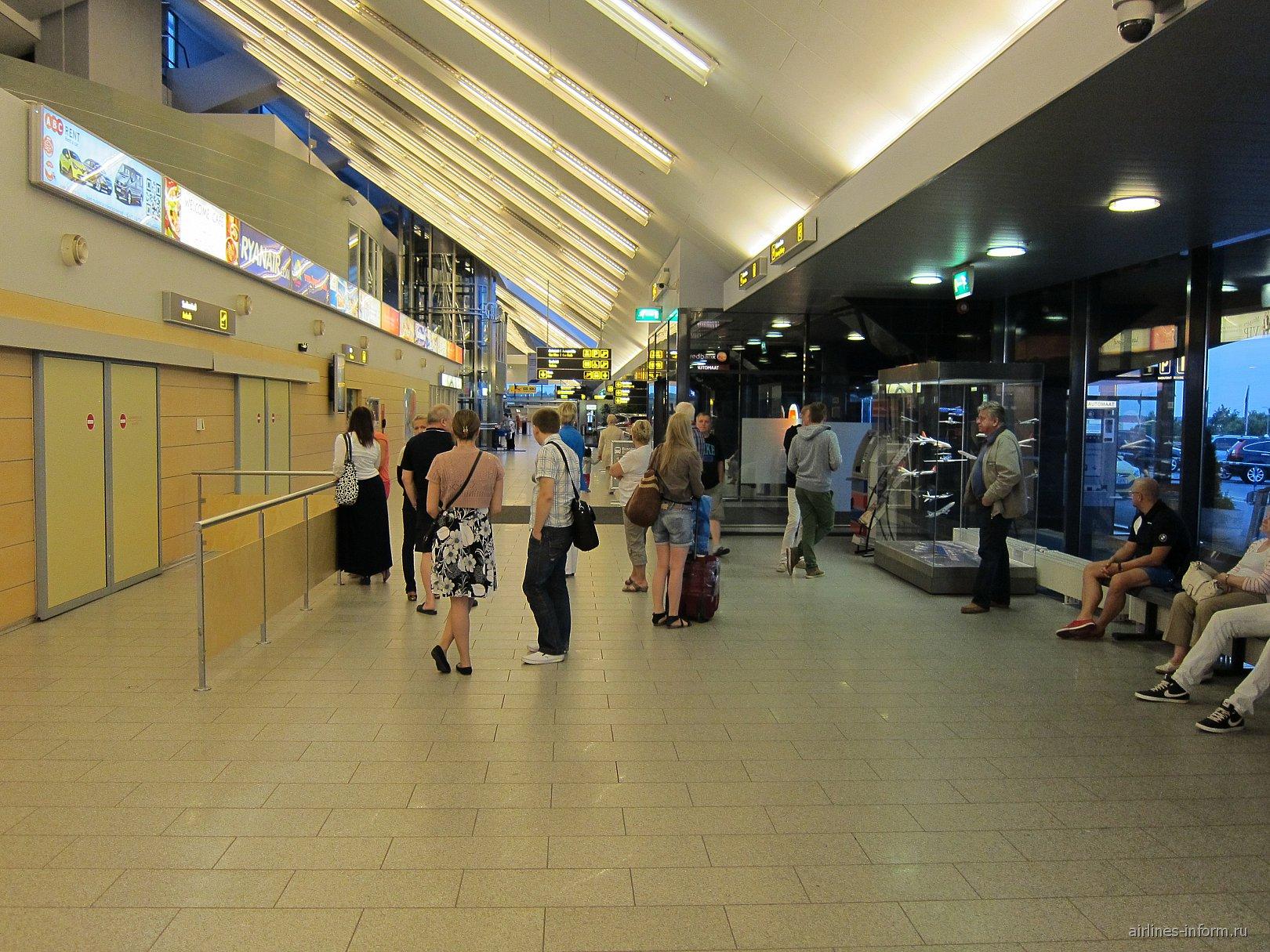 Зал прилета в аэропорту Таллинн