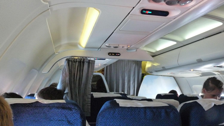 Салон самолета Airbus A321 авиакомпании Донбассаэро