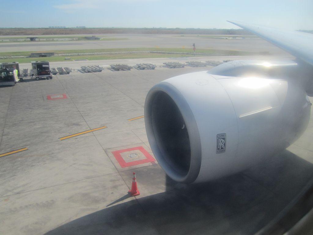Двигатель самолета Боинг-777-300 Тайских авиалиний