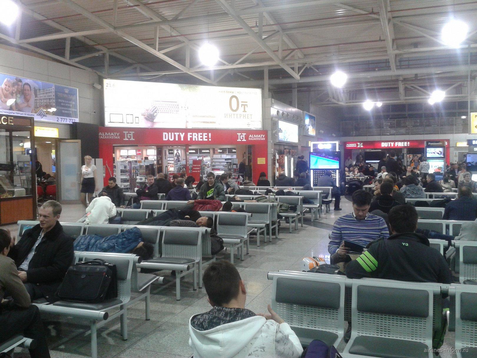Зал ожидания в международной зоне аэропорта Алма-Аты