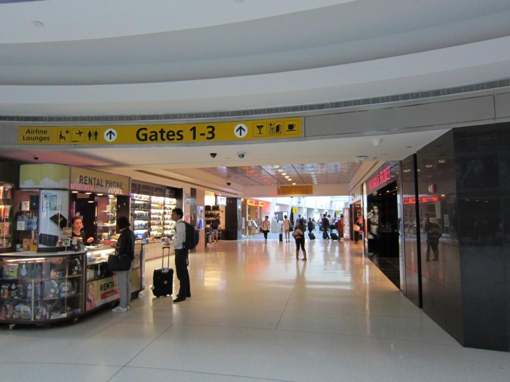 Чистая зона Терминала 1 аэропорта Нью-Йорка имени Джона Кеннеди