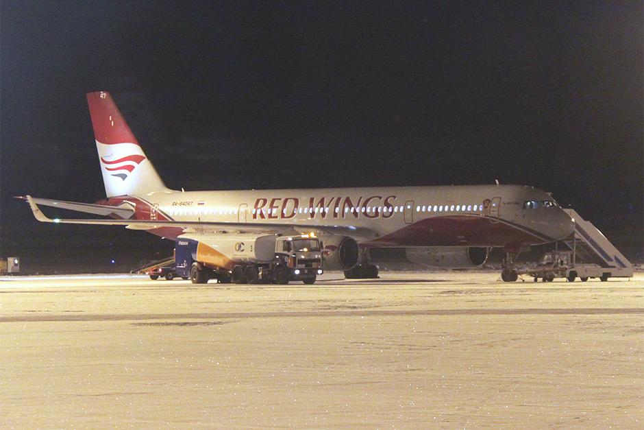 Самолет Ту-204-100 авиакомпании Red Wings в аэропорту Красноярск Емельяново