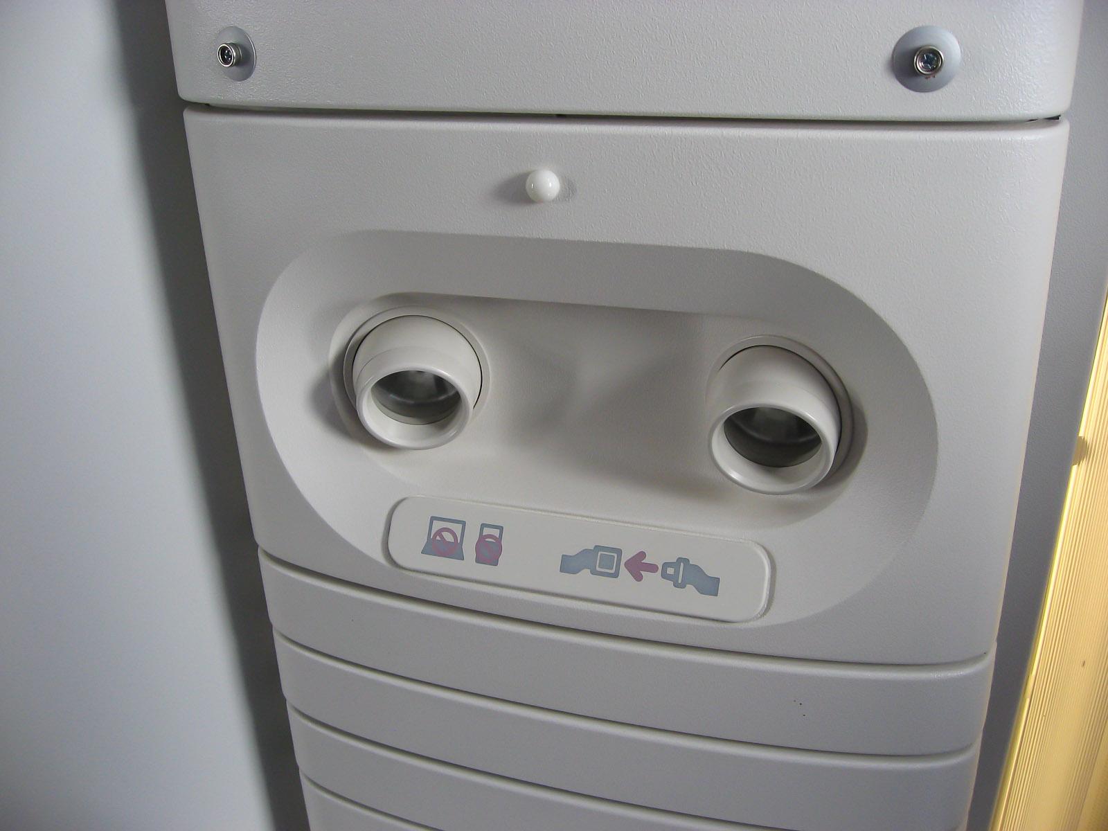 Панель индивидуального освещения пассажира в самолете Боинг-777-300