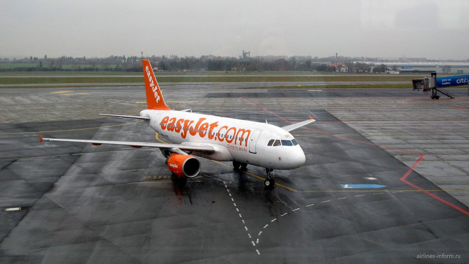 Airbus A319 авиакомпании easyJet в аэропорту Праги