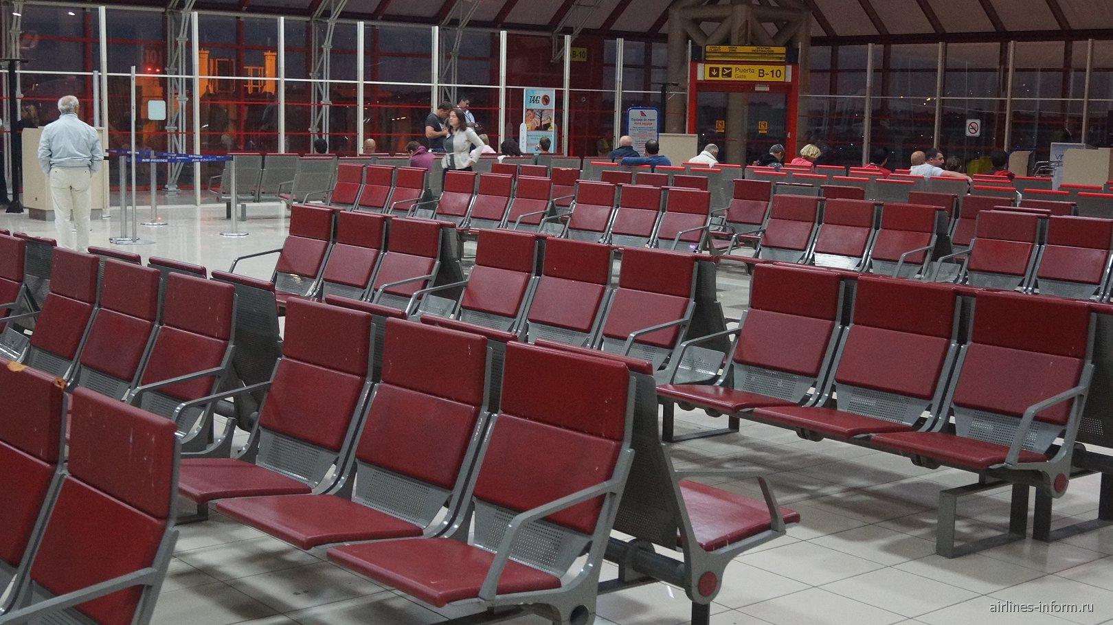 Зал ожидания в чистой зоне аэропорта Гавана Хосе Марти