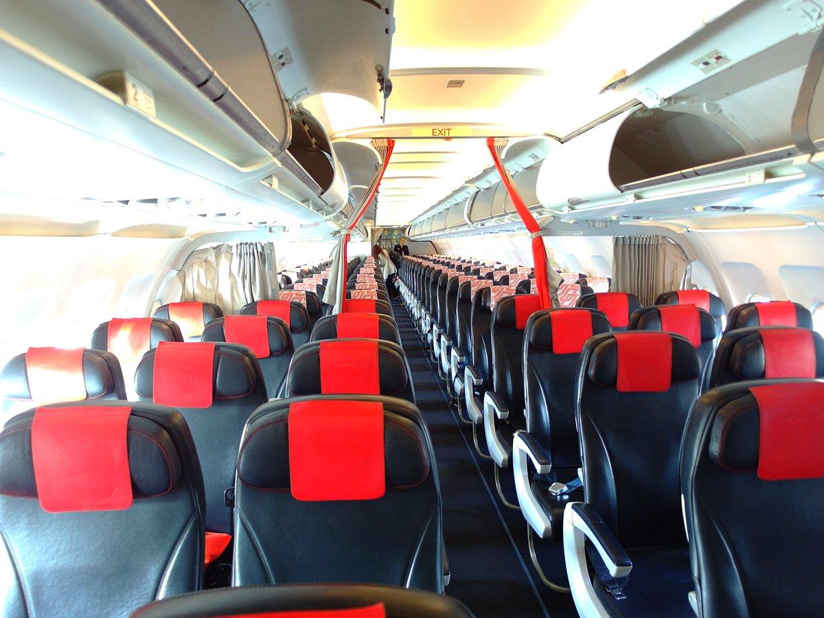 Пассажирский салон самолета Airbus A319 авиакомпании Air France