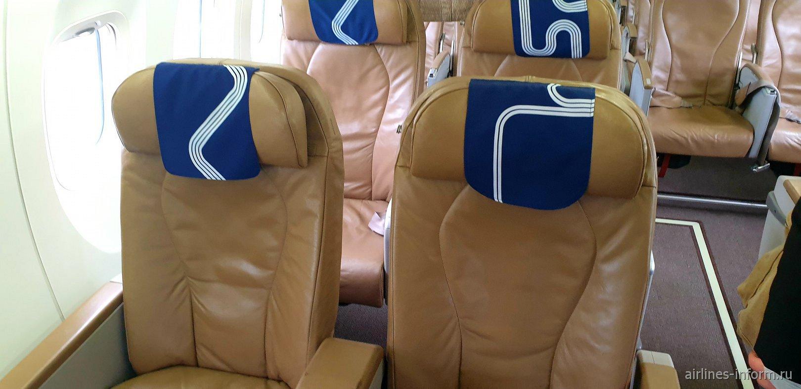 Бизнес-класс в самолете Bombardier Dash 8 Q400 авиакомпании
