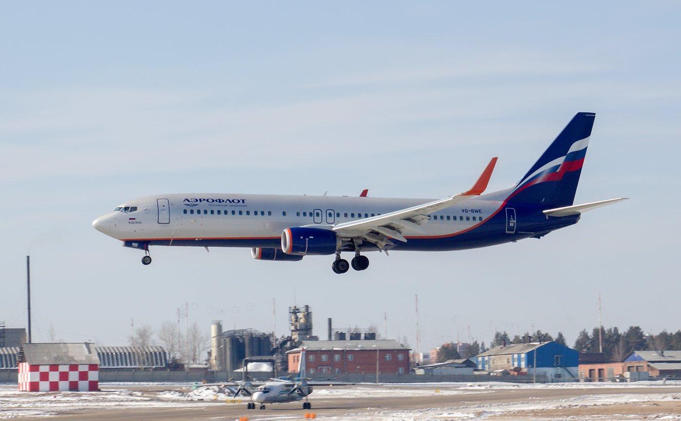 Боинг-737-800 VQ-BWE Аэрофлота садится в аэропорту Иркутск