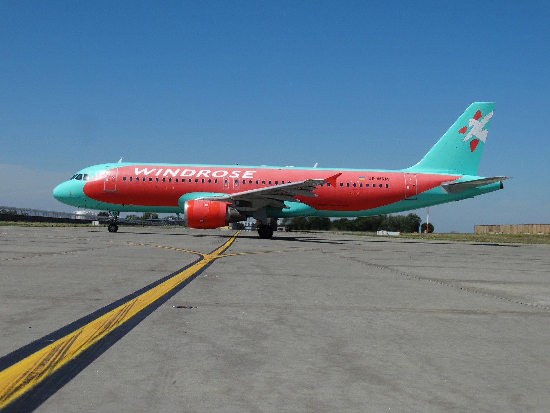 Airbus A320 UR-WRM авиакомпании Wind Rose в аэропорту Борисполь