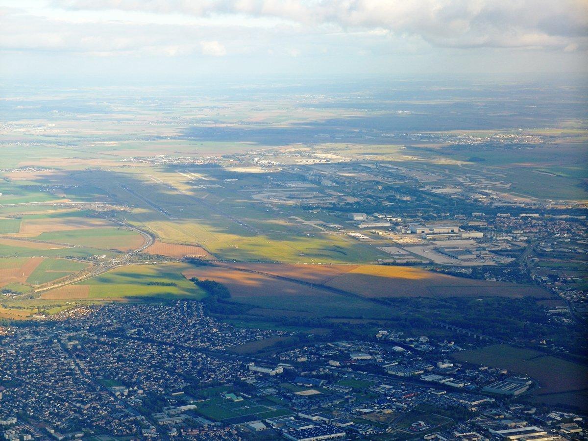 Вид из самолета на аэропорт Париж Шарль-де-Голль