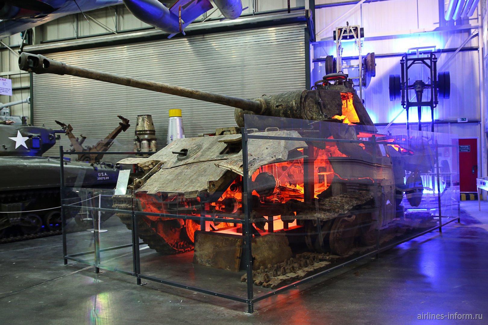 Останки танка Пантера в музее техники в Зинсхайме