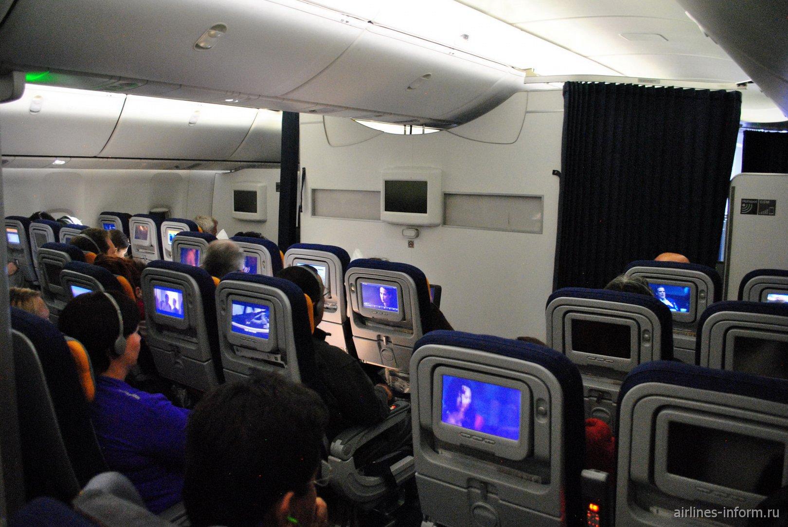 Экономический класс в Боинге-747-8 авиакомпании Lufthansa