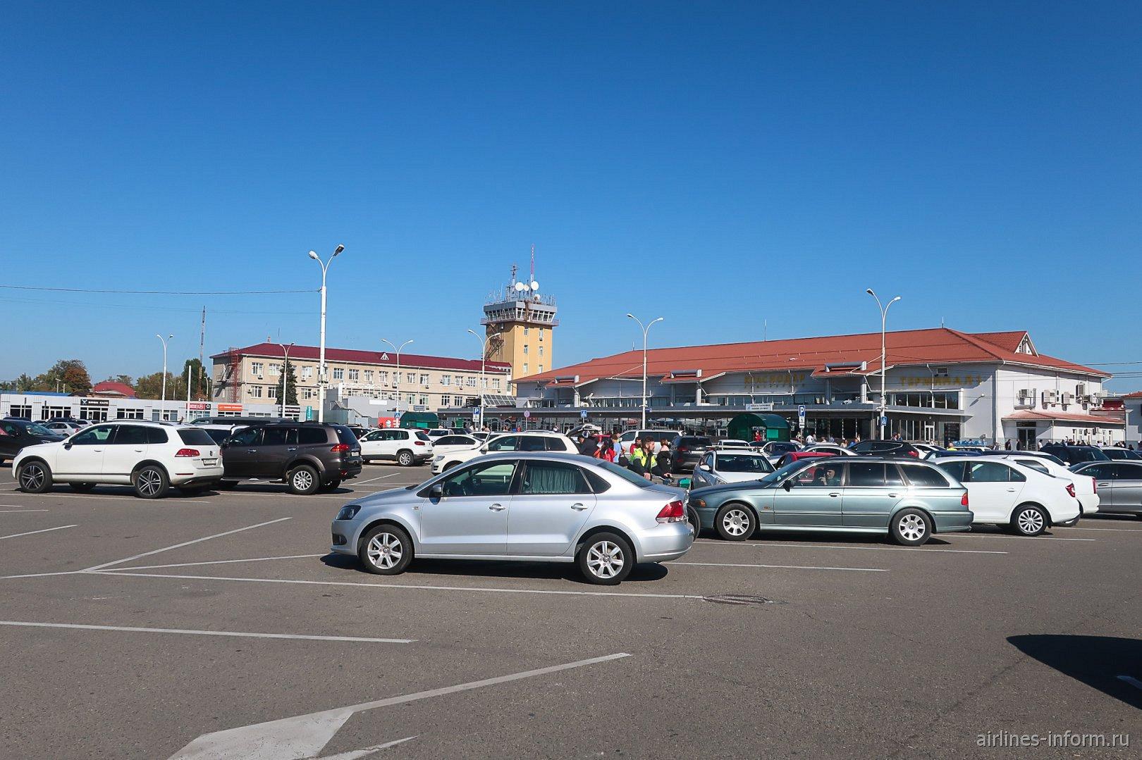 Привокзальная площадь аэропорта Краснодар Пашковский