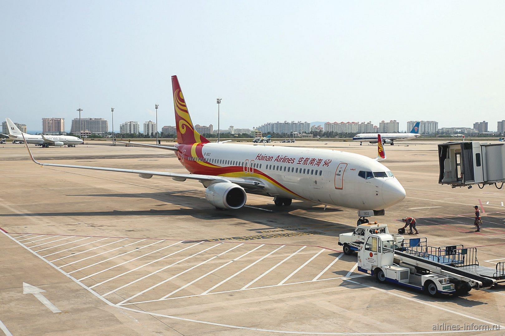Боинг-737-800 авиакомпании Hainan Airlines в аэропорту Санья Феникс