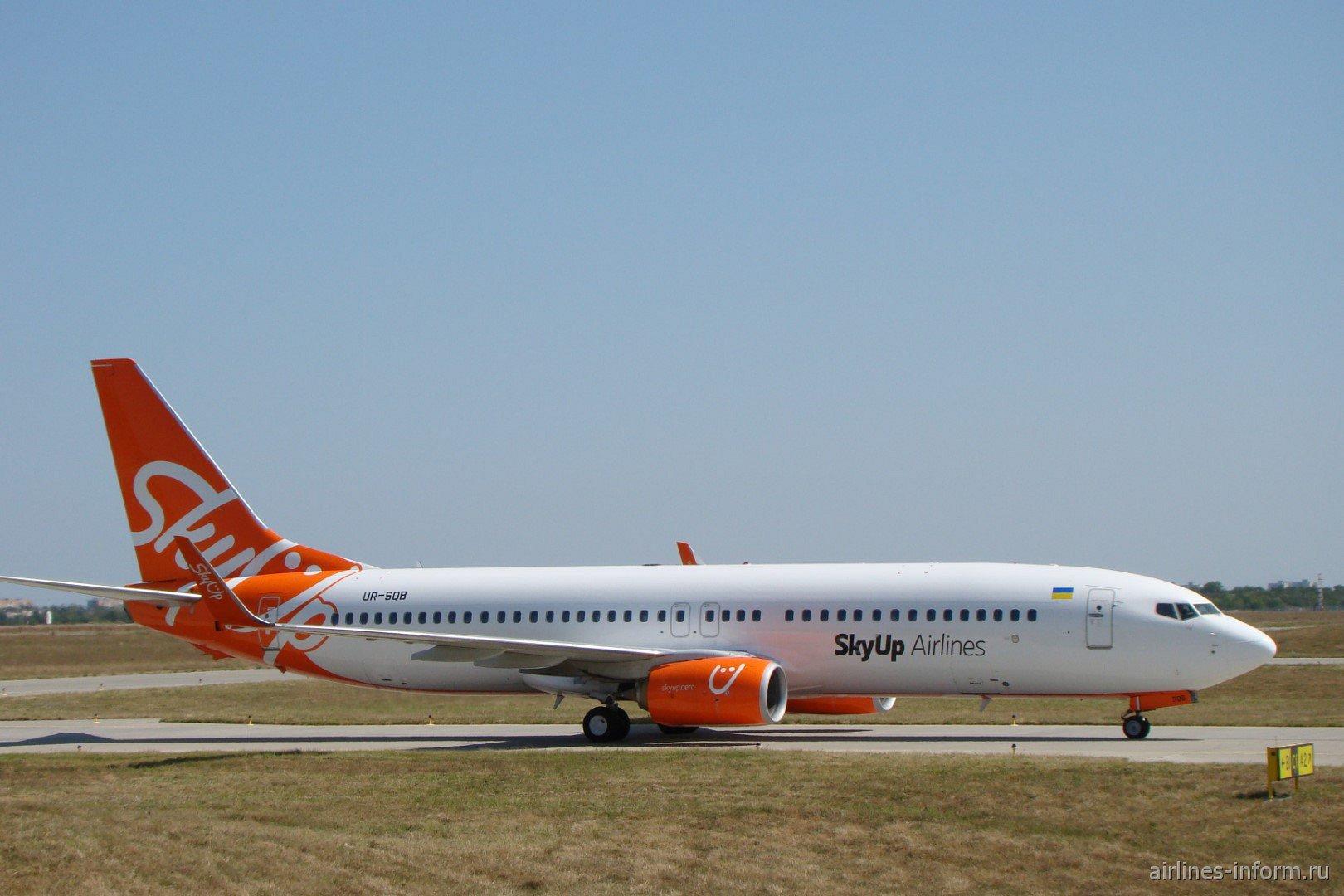 Самолет Boeing 737-800 UR-SQB авиакомпании SkyUp Airlines в аэропорту Харьков