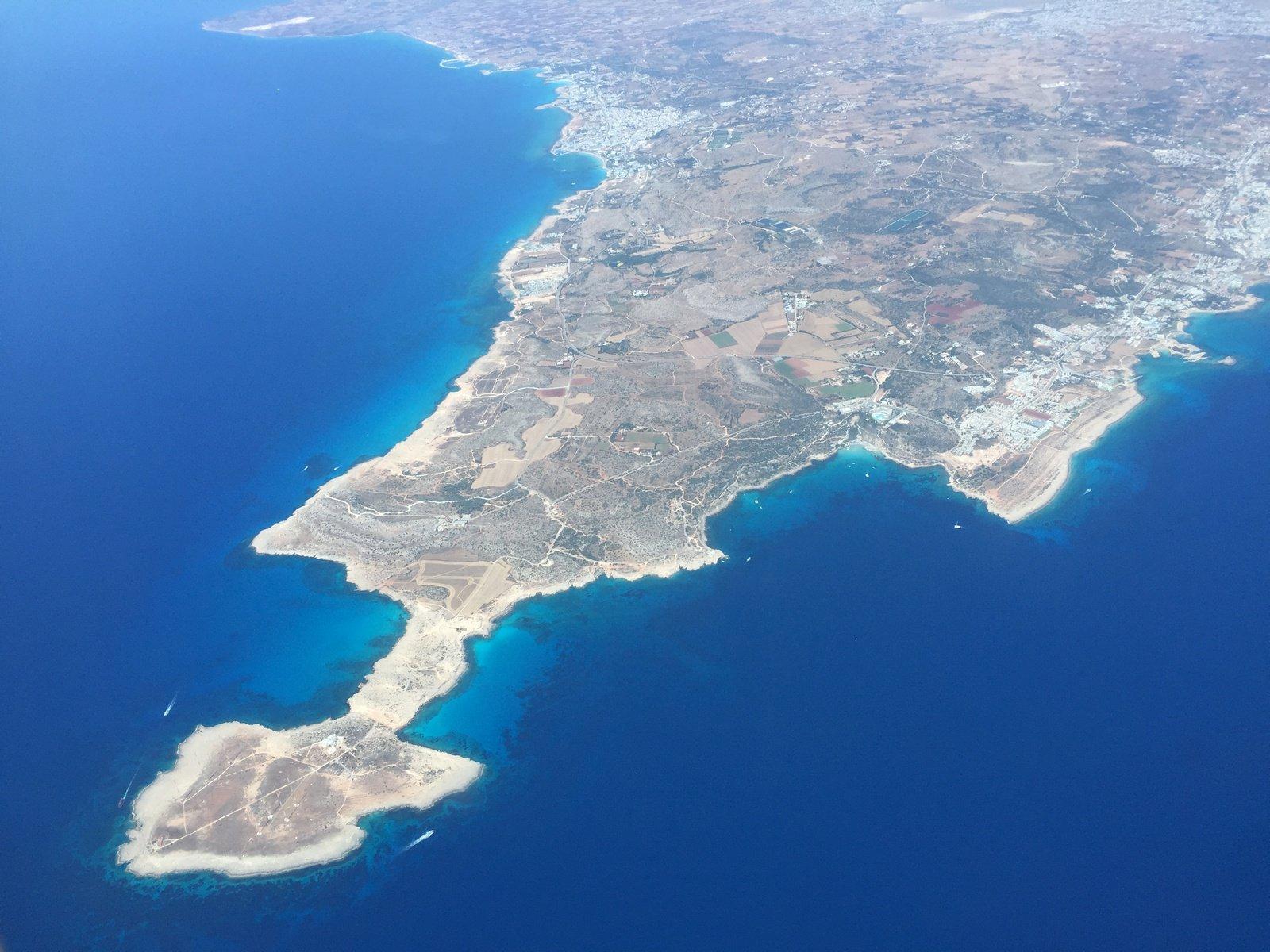 Вид на Кипр перед посадкой в аэропорту Ларнака