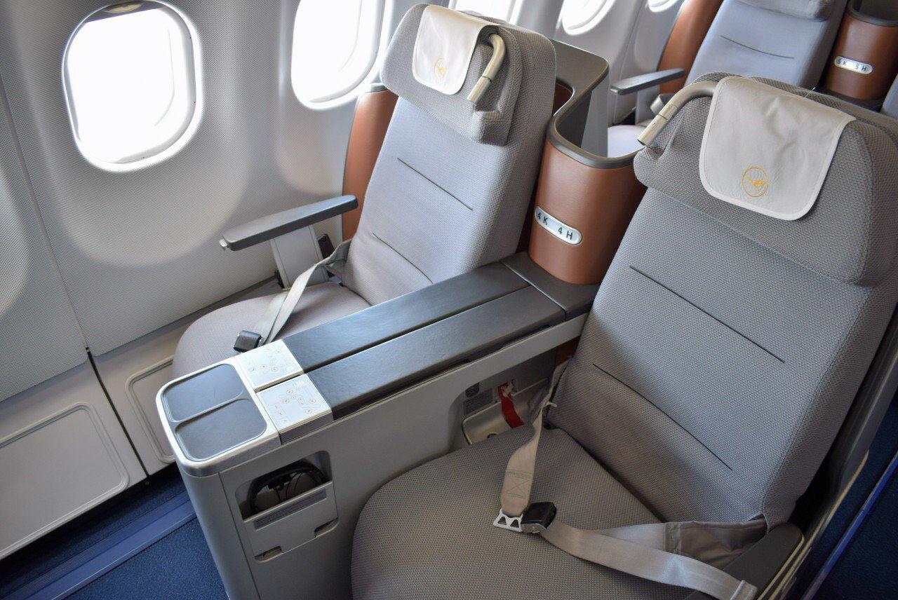 Кресла бизнес-класса в Airbus A330-300 авиакомпании Lufthansa
