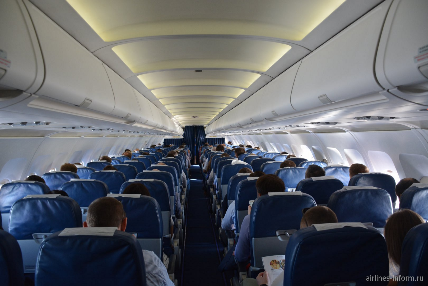 Пассажирский салон в Airbus A319 VQ-BAS
