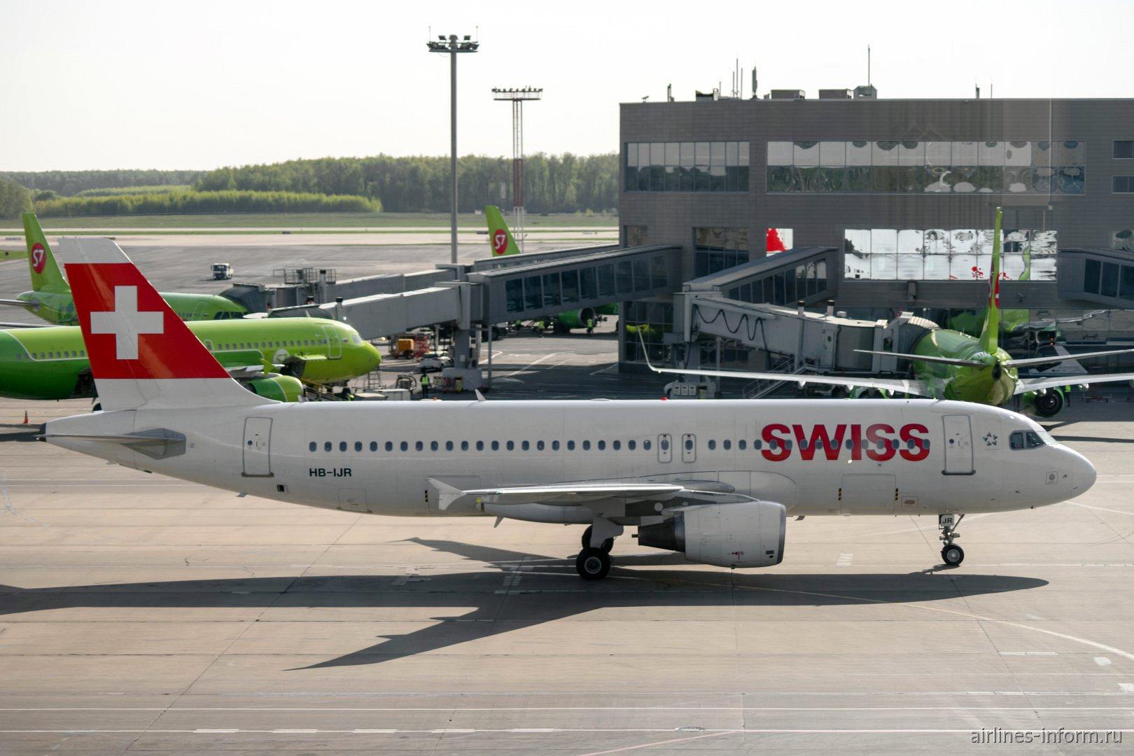Airbus A320 HB-IJR авиакомпании SWISS в аэропорту Москва Домодедово