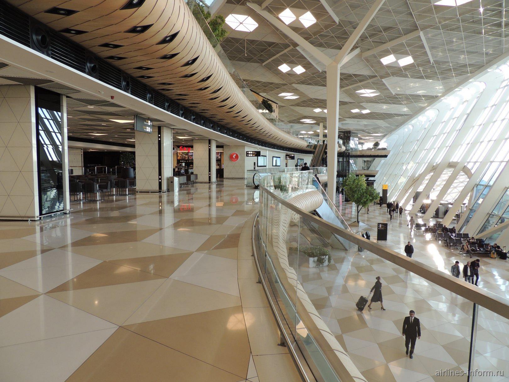 На 2-м этаже терминала 1 аэропорта Баку имени Гейдара Алиева