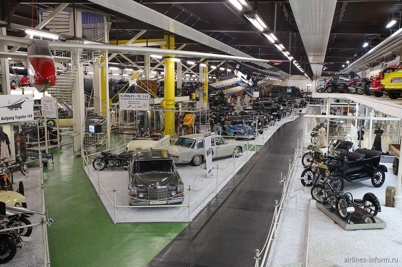 Автомобили в павильоне 2 музея техники в Зинсхайме