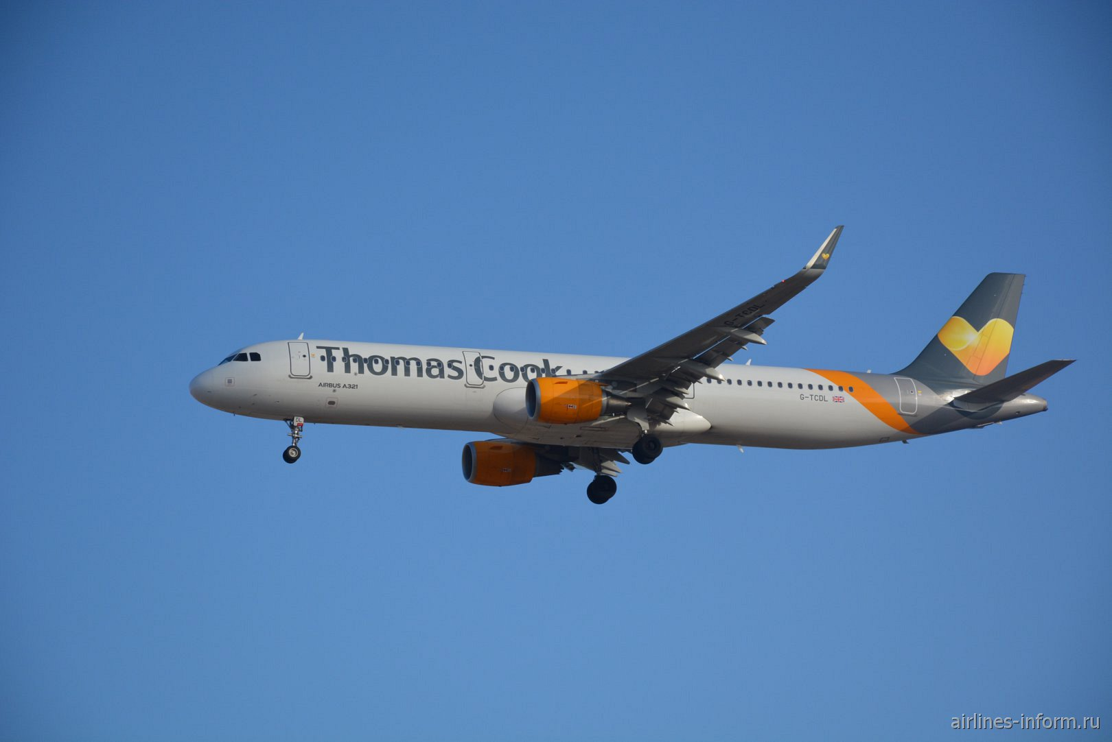 Airbus A321-200 G-TCDL авиакомпании Thomas Cook Airlines
