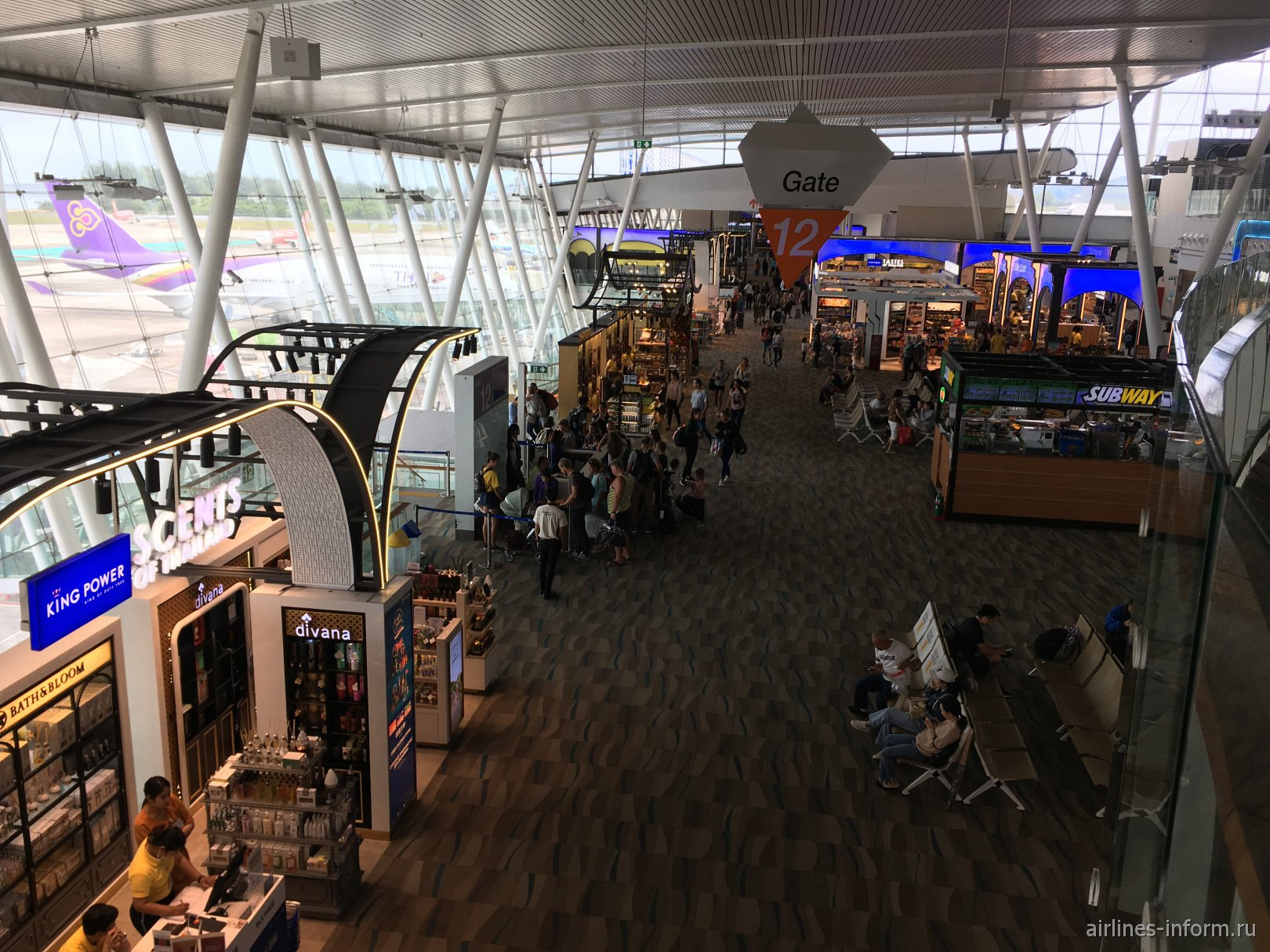 Зона вылета международных рейсов в пассажирском терминале аэропорта Пхукет