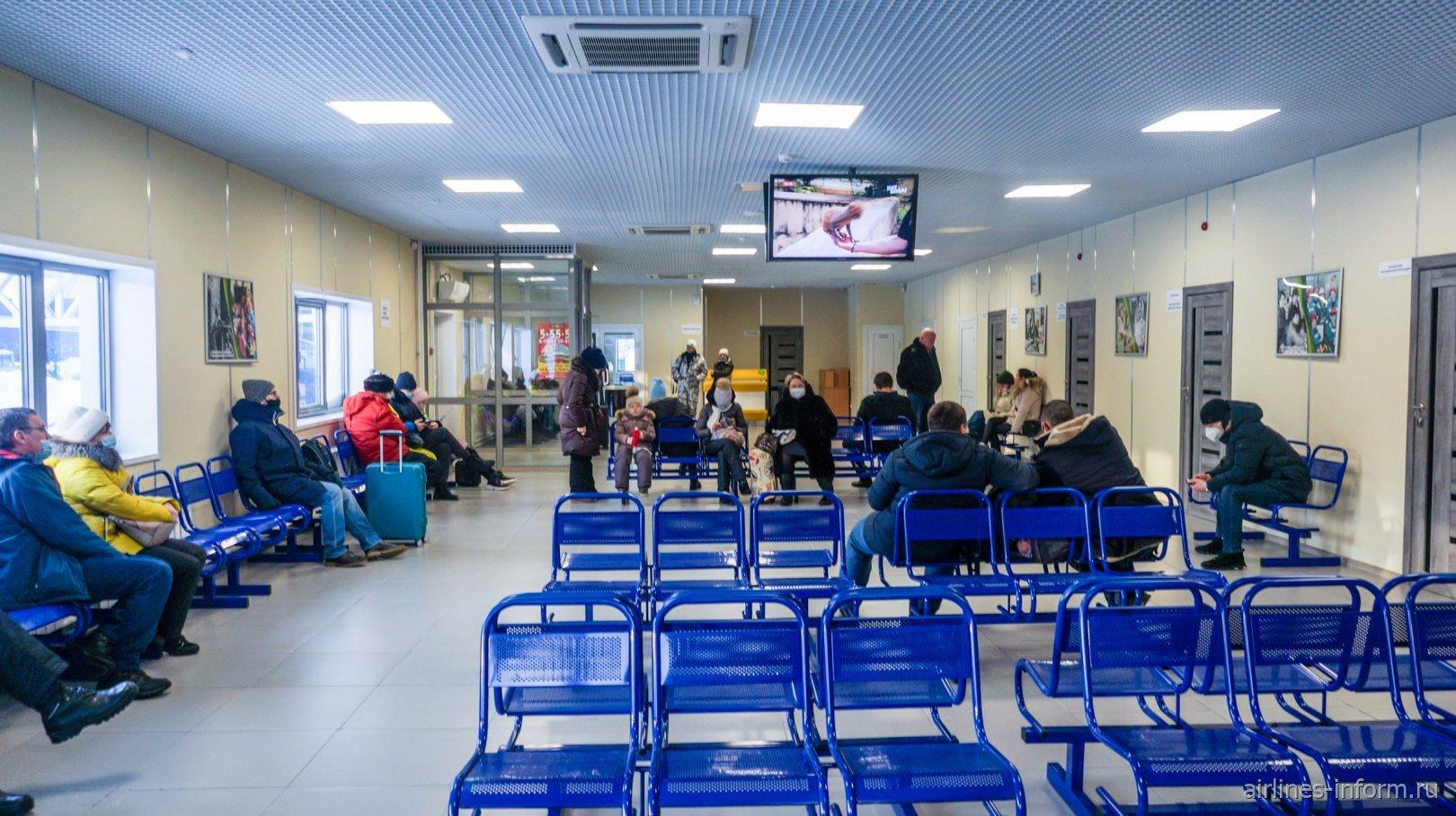 Внутри аэровокзала аэропорта Усть-Илимск