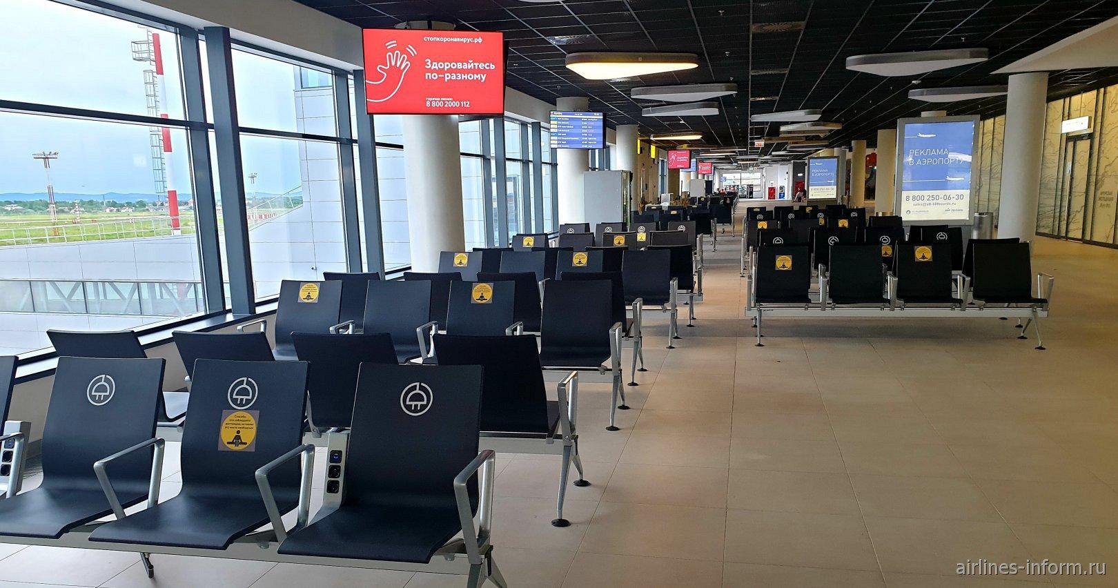 Зал ожидания в чистой зоне нового терминала аэропорта Хабаровск