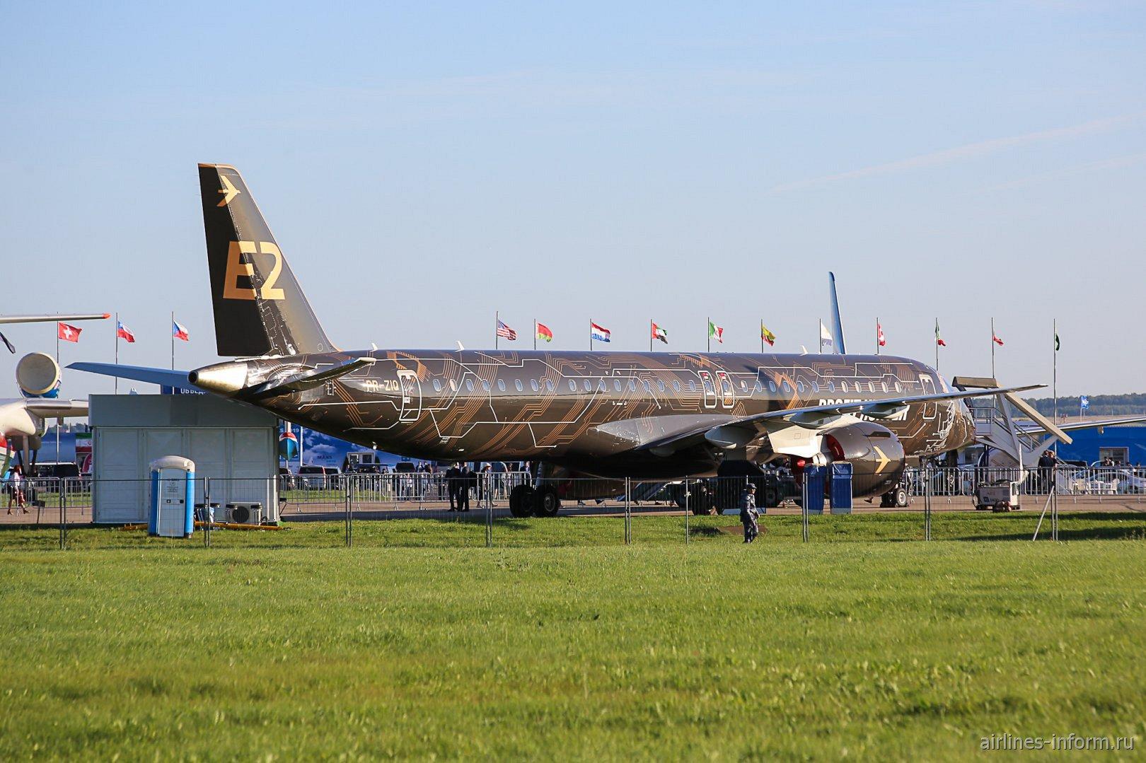 Самолет Embraer E195-E2 на авиасалоне МАКС-2019
