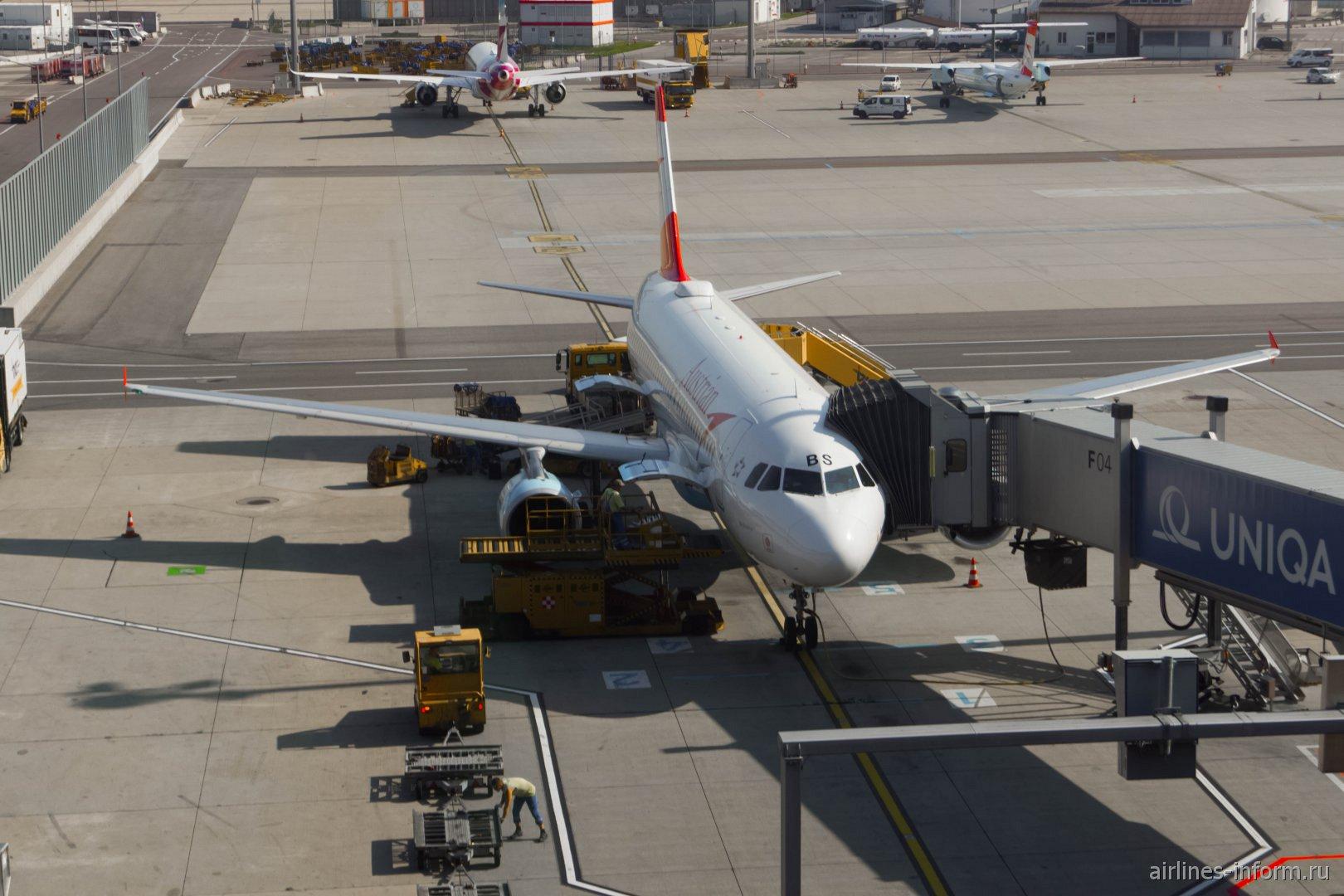 Самолет Airbus A320 авиакомпании Austrian в аэропорту Вены