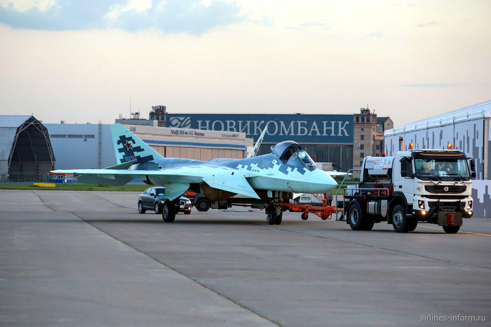 Буксировка истребителя Су-57 (Т-50)