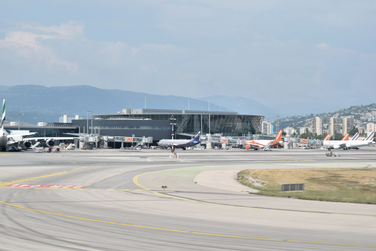 Терминал Т2 аэропорта Ницца Лазурный берег