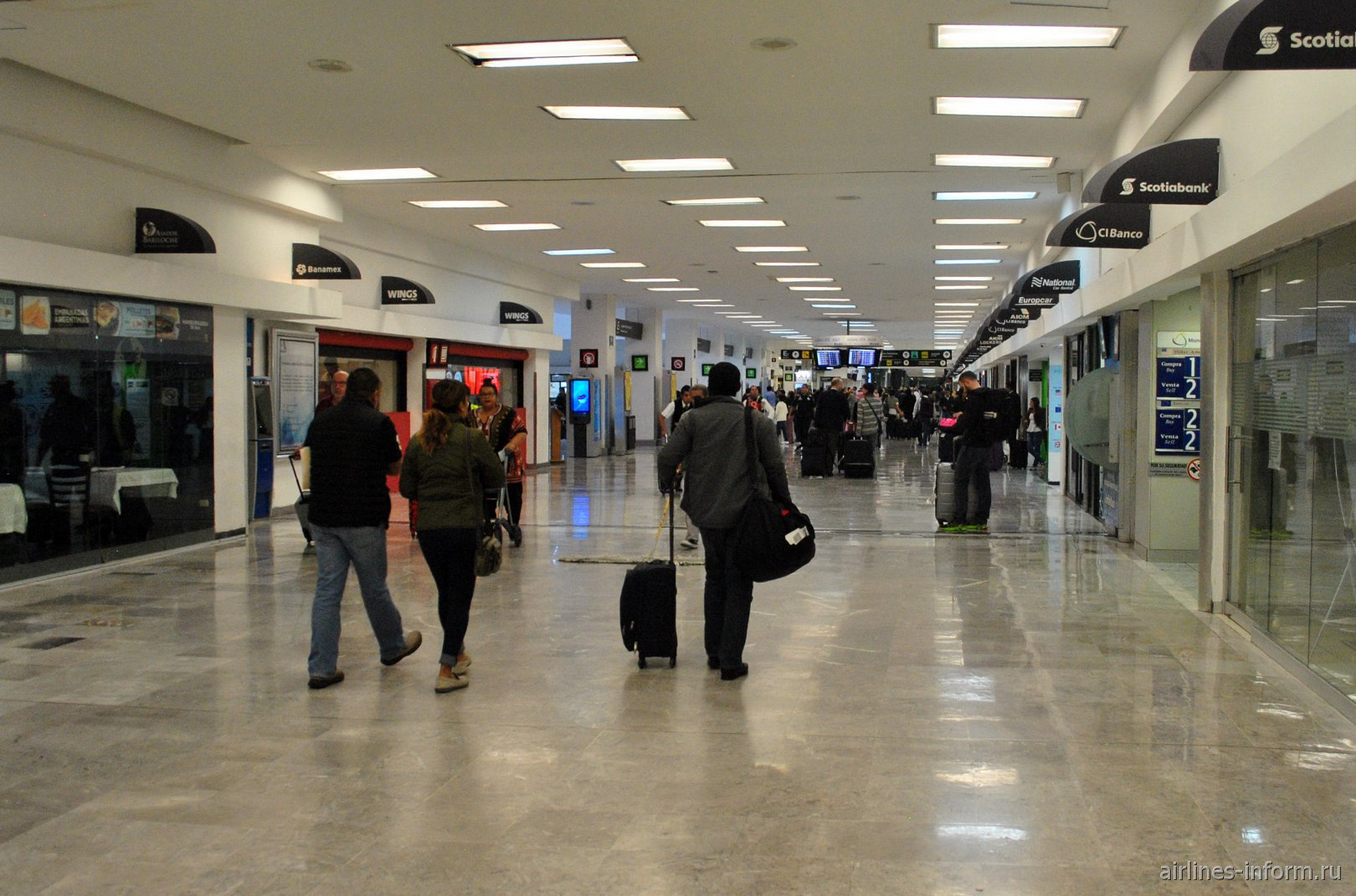 В зоне прилета аэропорта Мехико Бенито Хуарес