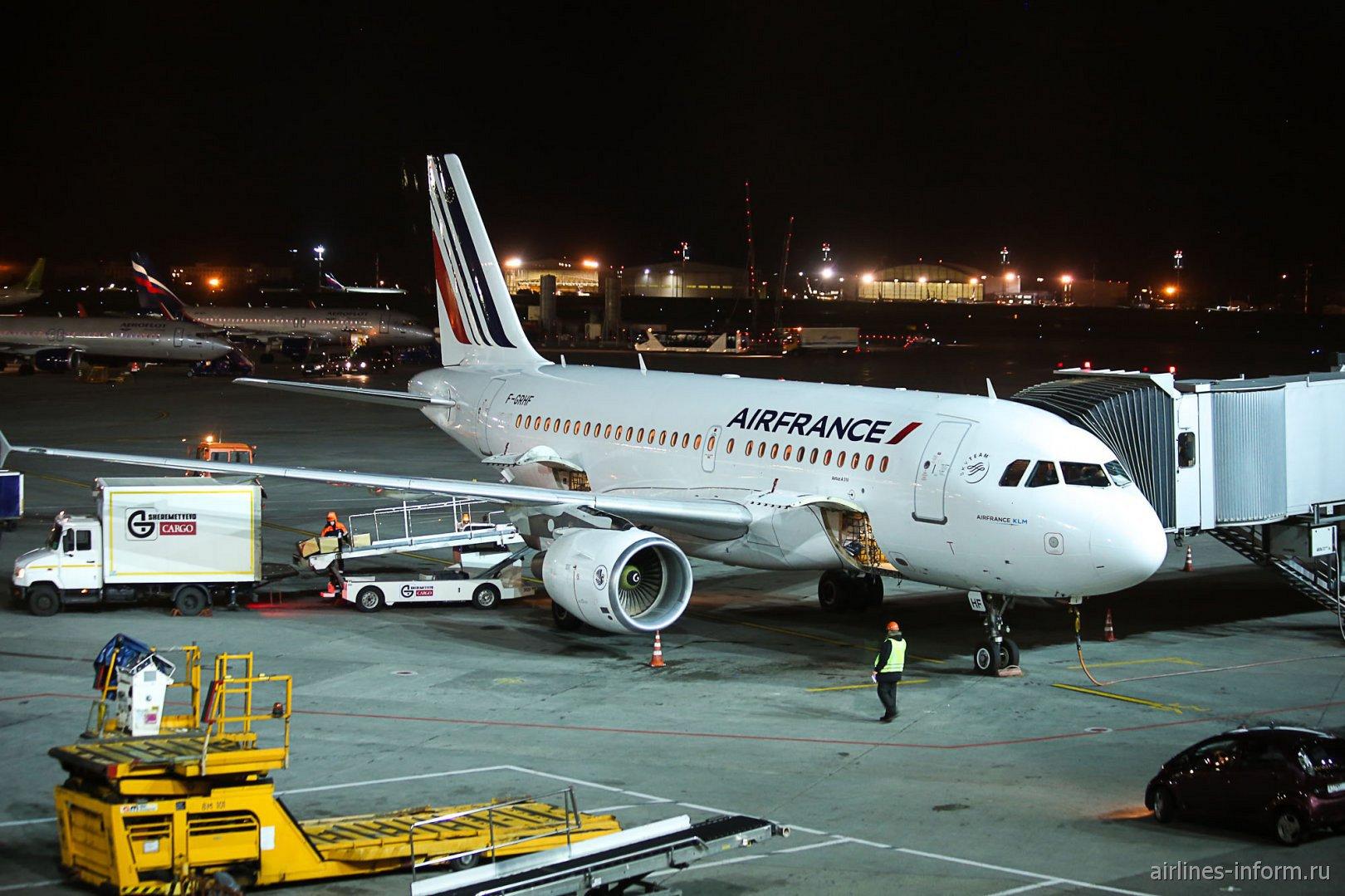 Airbus A319 F-GRHF авиакомпании Air France в аэропорту Шереметьево
