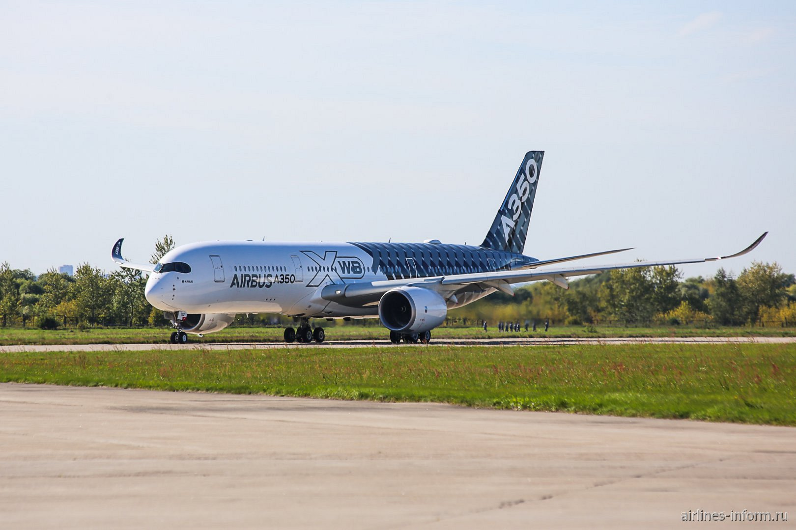 Airbus A350-900XWB готовится к вылету в аэропорту Жуковский
