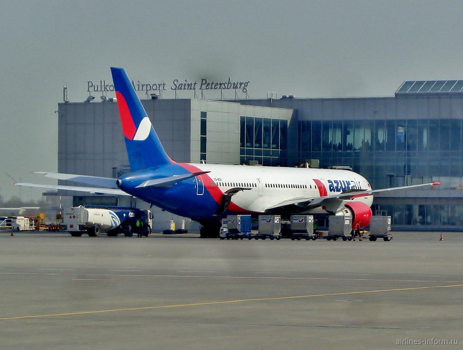 Боинг-767-300 авиакомпании Azur Air в аэропорту Санкт-Петербург Пулково
