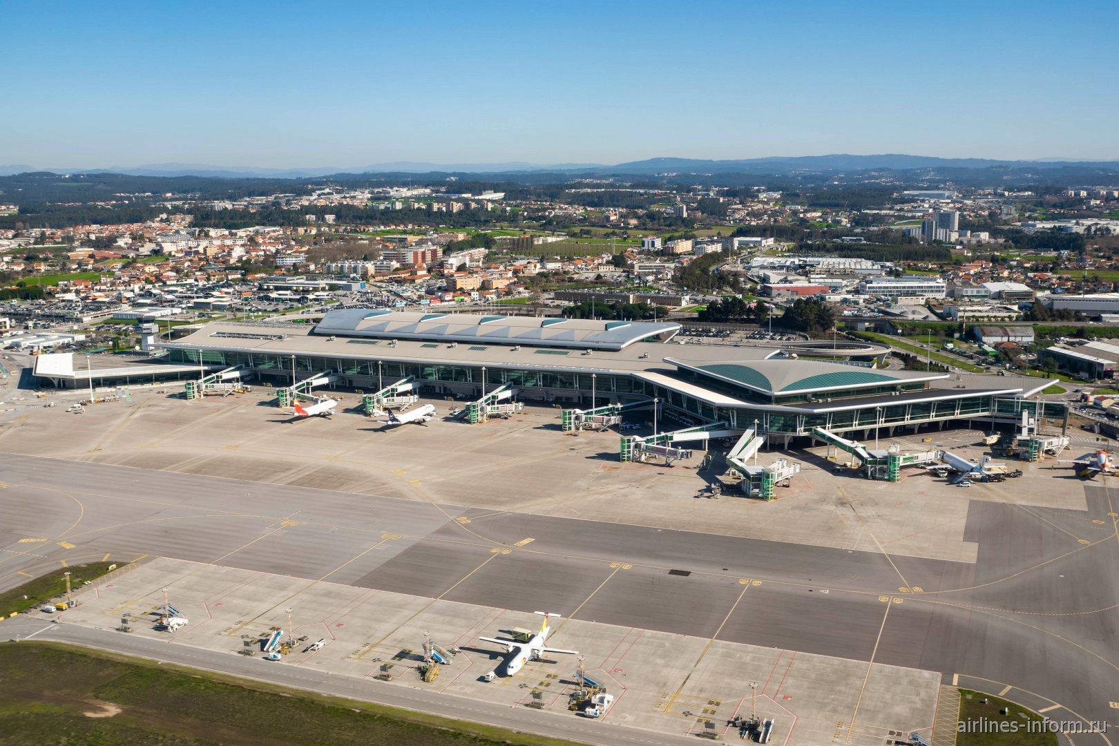Перрон аэропорта Порту Франсишку Са Карнейру