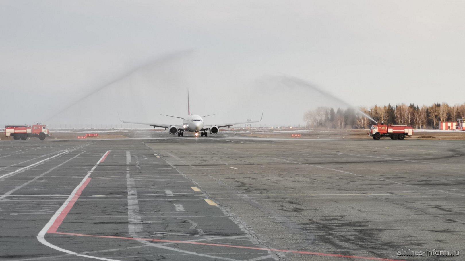 Встреча первого Боинга-737-800 авиакомпании