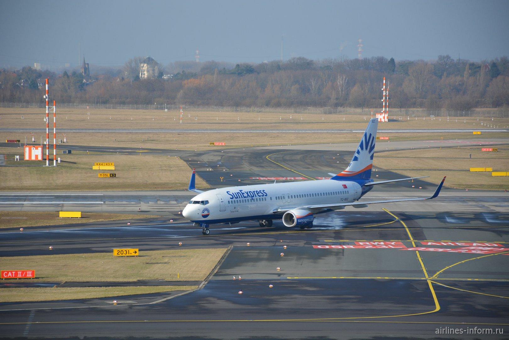 Боинг-737-800 TC-ZET авиакомпании Sun Express в аэропорту Дюссельдорфа