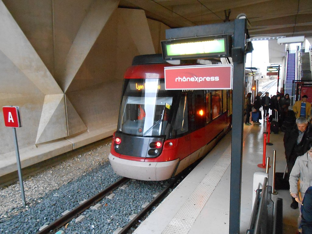 Станция трамвая Rhoneexpress в аэропорту Лиона