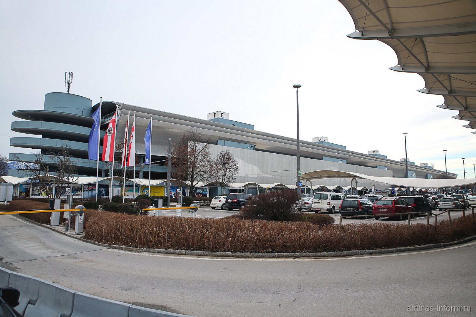Автомобильная парковка в аэропорту Зальцбург