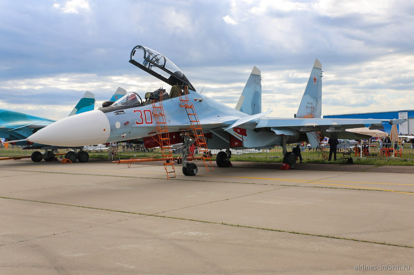 Истребитель Су-30СМ на авиасалоне МАКС-2017